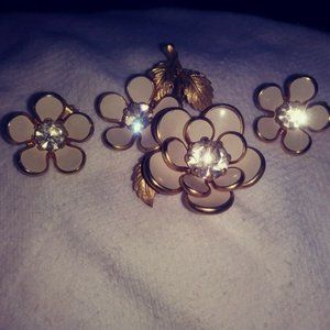 Vintage Gold Tone Flower Brooch & Earring Set